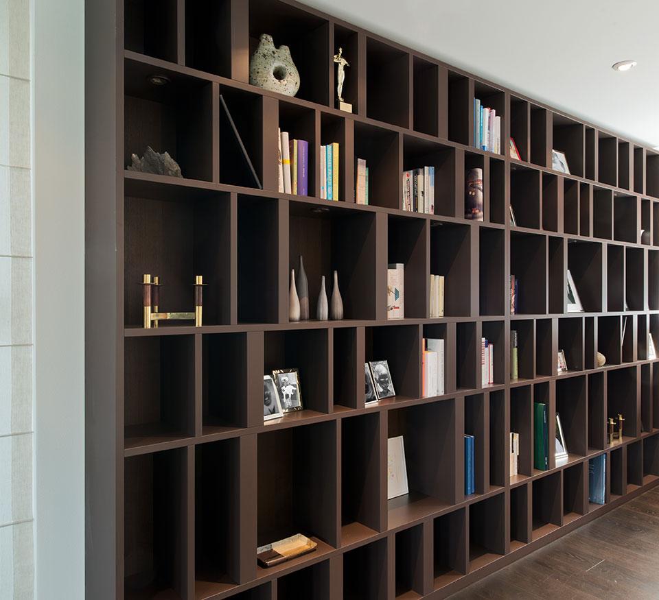 Schreinerei Eigenmann plant und fertigt individueller Möbel auf Mass aus Massivholz, wie etwa Holzregale